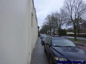 hoendiep stoep is parkeerplaats geworden