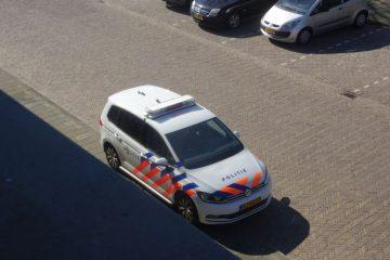 politie werkt mee aan het zelfmoordbeleid politieauto voor de deur