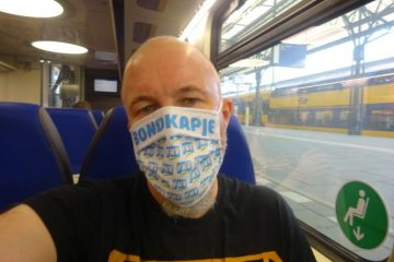 Alexsander Hesse met mondkapje in de trein